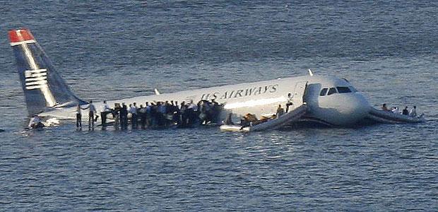 avion_rio_hudson_nueva_york-twitterllon